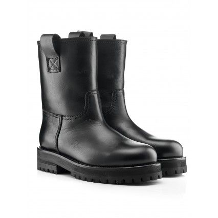 BLACK LEATHER STOVE PIPE #BOOT #shoes #lautrechose #black