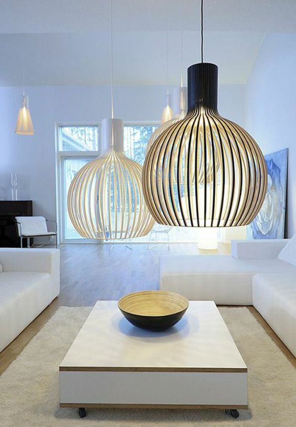 Effektvolle große hängelampen im wohnzimmer