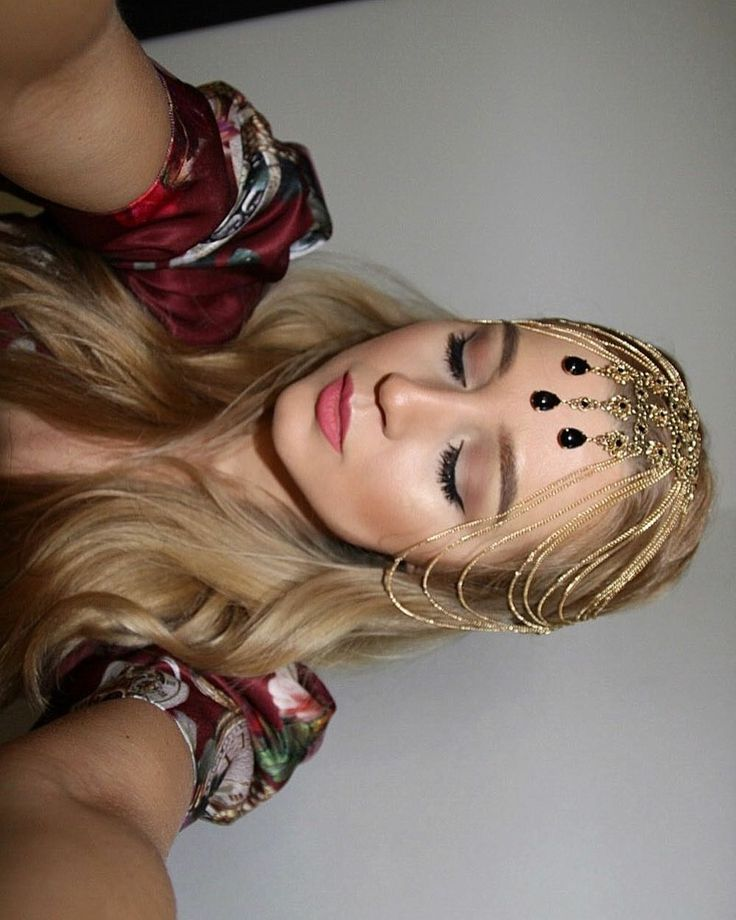 Extravagant hair accessory!  Dolce Gabbana style! Clean makeup with eyeliner!  #makeupartist