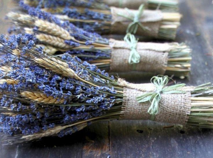 getrockneter Lavendel und Weizen im Bund