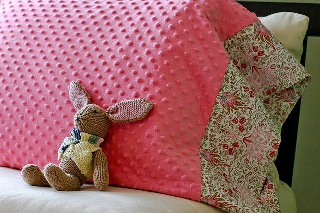 Super Cozy DIY Pillow Case... make one in different colors for David