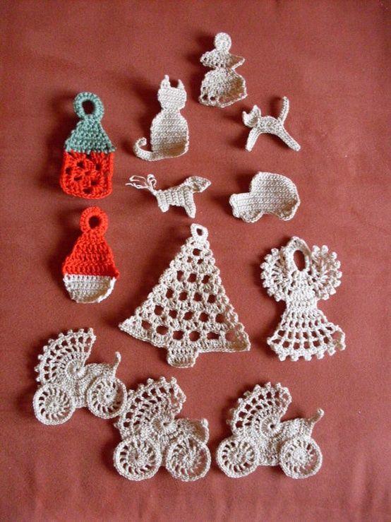 Sweet little crocheted motifs found via the Polish photo sharing site fotosik