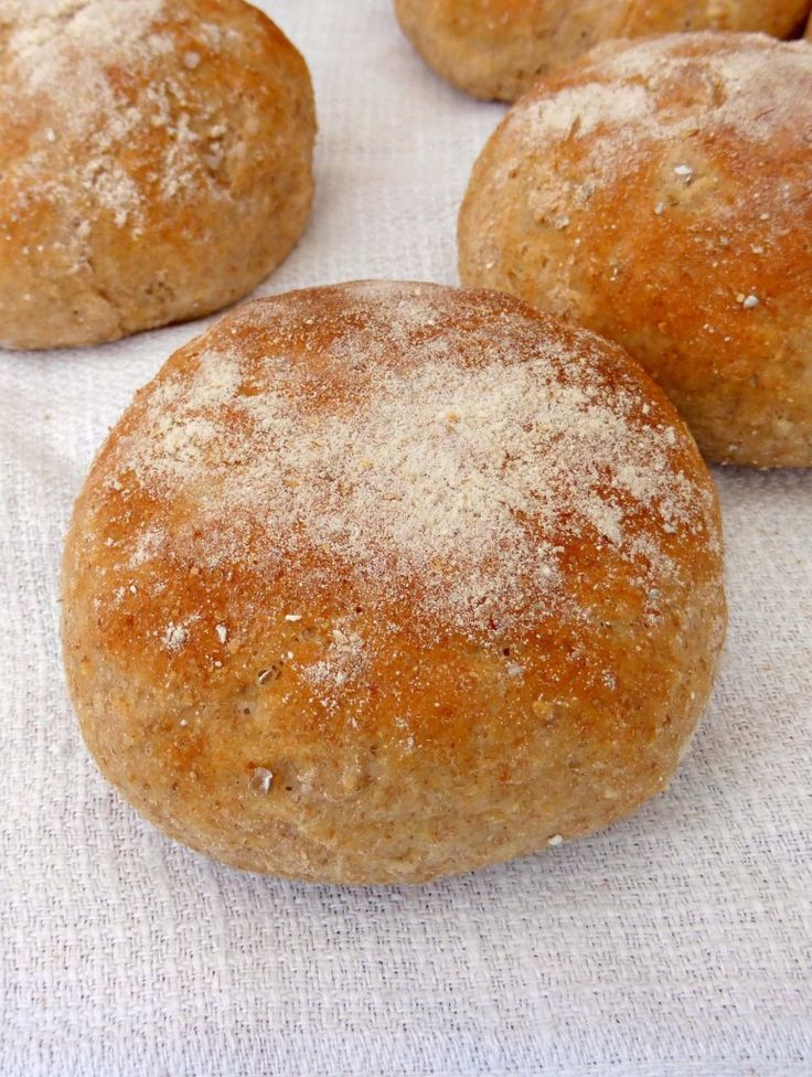 Swedish Havrebullar (Bread Rolls with Oats)