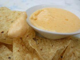 ! Madre mía , cómo está¡¡. Salsa de queso para dipear , para chuparse los dedos!. Para tomar con nachos , picoteo, una salsa con queso che...