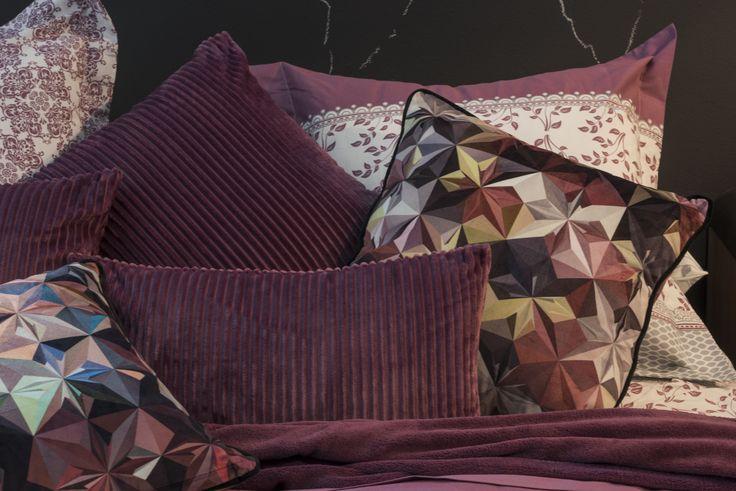 En Atlas se da la bienvenida al otoño con unas fundas nórdicas y edredones con estampados geométricos y colores rurales como los que encontramos en los modelos Balada, Laudia y Contata. El tejido cálido de algodón, junto a unos diseños acogedores, invitan a hacer de la casa un hogar.
