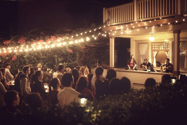 """A pop-up concert series in Los Angeles is bringing together up-and-coming musicians with an eclectic audience for a pot-luck backyard concert. What more could a West Coast hipster want? What a lovely """"stage"""" a porch makes! PopUp Republic"""