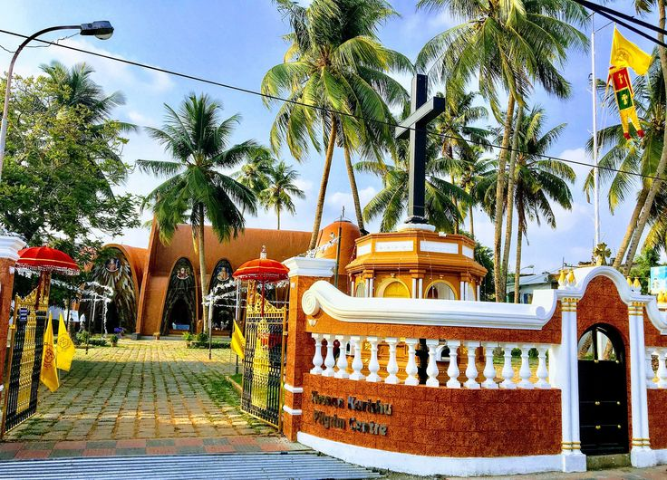 https://flic.kr/p/TKSY7r | Mattancherry Church, Koonan kurish Church, Mattancherry, Kochi, Kerala , India | Coonan Cross Oath of AD 1653, Mattancherry , Kochi , Kerala, India   The St. George Orthodox Koonan Kurish Old Syrian Church at Mattancherry town of Kochi (Cochin ) better known as the Koonan Kurishu Pally entered the annals of history following the oath taken by St Thomas Christians of Kerala  in AD 1653, protesting against the the attempt to impose the hegemony of the Roman Church by…