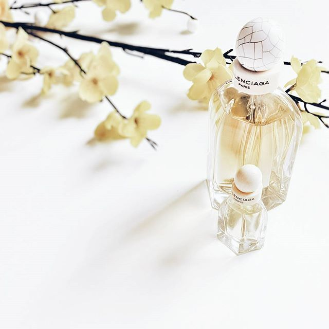 Featuring BALENCIAGA and mini Balenciaga Paris. A beautiful warm scent for winter. Reminds me of a room of fresh flowers with flames dancing in the fireplace.