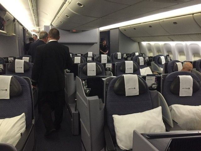 United Airlines Aircraft Fleet Boeing 777 200 Business Class Cabin Interior Design And Seats Cabin Interiors Cabin Interior Design United Airlines
