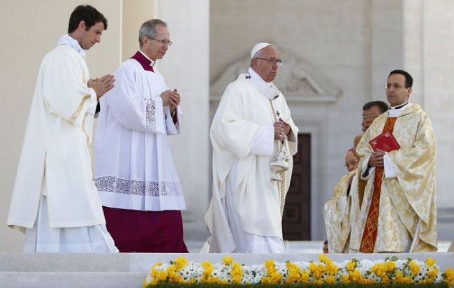 Papa reza por víctimas de Egipto y Reino Unido - http://www.notimundo.com.mx/mundo/papa-victimas-egipto-reino-unido/