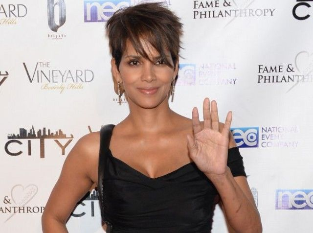 Halle Berry was spotted without her ring! Is she getting a divorce?