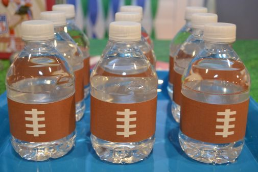 Free DIY Printable: Water Bottle Wrapper. Great for Football Theme Birthday Party.