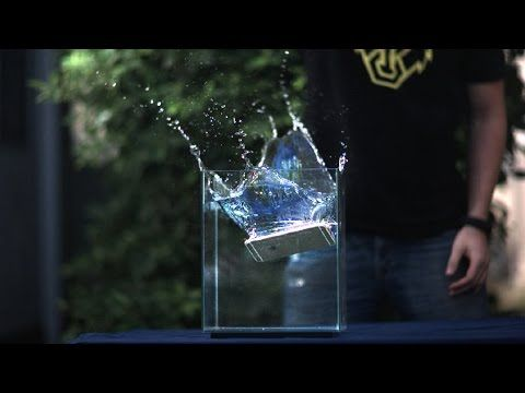 Nitrógeno líquido, licuadoras y agua, todo es poco para romper un iPhone 6 Plus - http://www.actualidadiphone.com/2014/09/22/nitrogeno-liquido-licuadoras-y-agua-todo-es-poco-para-romper-un-iphone-6-plus/