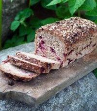 Enbärs- och lingonbröd