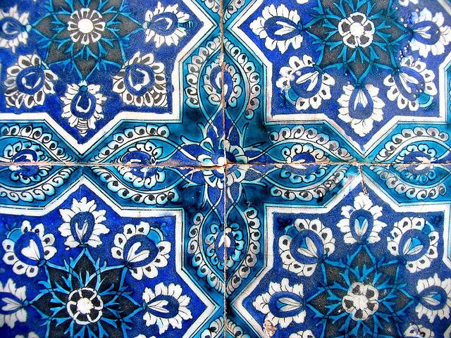 tileWhite Tile, Mosaics Artworks, Inspiration, Pattern, Turkish Tile, Art Sul-Africana, Blue Tile, Mosaics Tile, Blue And White