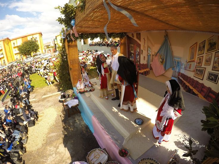 #Sartiglia 2015 - Vestizione del Gremio dei Falegnami in via Palmas, fronte via Arborea #Oristano