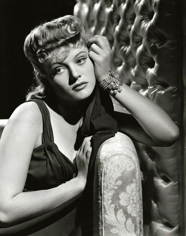 Alexis Smith 1942, photo by Elmer Fryer