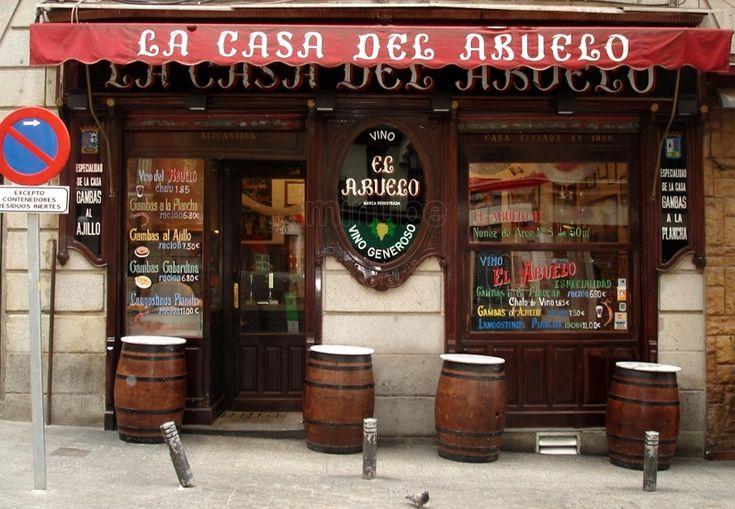 La Casa del Abuelo, en la calle de la Victoria, con su vino embocado y sus cazuelillas de gambas a la plancha o al ajillo;
