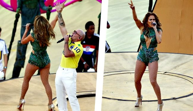 Εκατοντάδες λάτρεις του ποδοσφαίρου και του θεάματος πέρασαν αλησμόνητες στιγμές στο επιβλητικό Arena de Sao Paulo της Βραζιλίας, εκεί όπου πριν από λίγο κηρύχτηκε η έναρξη του Μουντιάλ. Η διοργάνωση που εκατομμύρια άνδρες σε όλο τον κόσμο περίμεναν τέσσερα χρόνια τώρα, η μεγάλη γιορτή του ποδοσφαίρου, ξεκίνησε με την σέξι Jennider Lopez στο ύψος της [...]