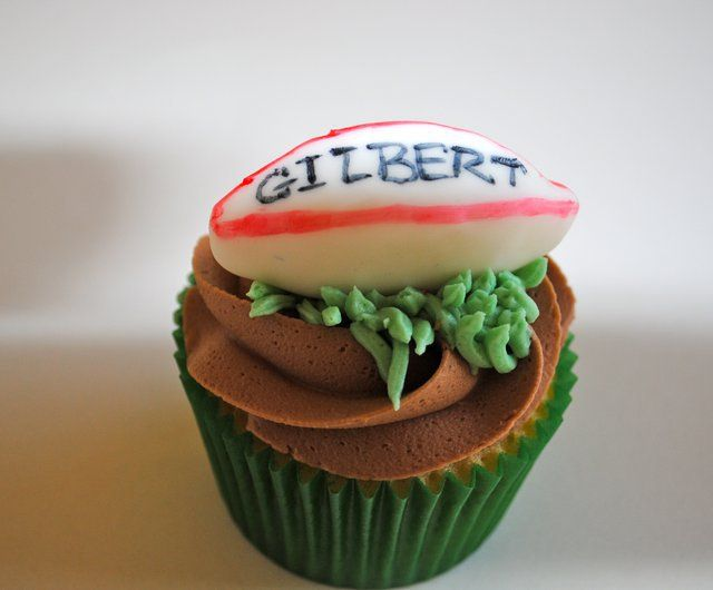 #Vanilla cuppie with #rugby fondant. Meat me! #food #sport