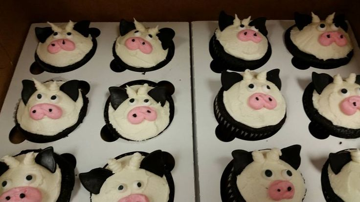 buttercream cow cupcakes with fondant ears