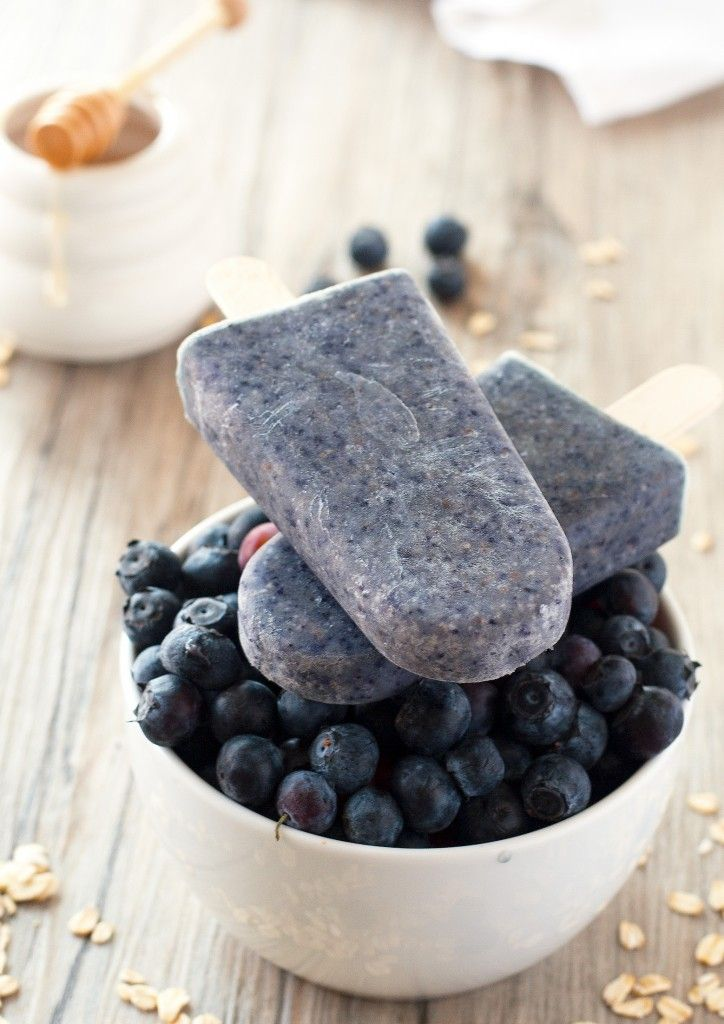 Blueberry Oatmeal Breakfast Smoothie Popsicles - quick, easy and delicious breakfast!