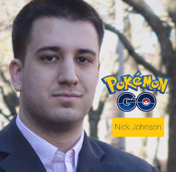 """Se llama Nick Johnson, es natural de Brooklyn y ha dedicado una media de ocho horas diarias a caminar por su ciudad y Manhattan para completar su pokédex Para lograrlo, tuvo que caminar unos 12 kilómetros diarios. Salía de trabajar a las seis de la tarde y entonces empezaba una intensa jornada de capturas que podía alargarse hasta altas horas de la madrugada. Aunque la primera generación de la franquicia cuente con 151 pokémons, Nick Johnson """"sólo"""" ha podido capturar 142."""