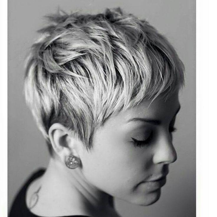 Pin Tillagd Av Christie Erickson P 229 Hair Styles Pinterest Frisyrer Korta Frisyrer Och H 229 R