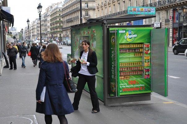 Streetplanneur >> Danone Chiquita fruits transforme les abribus en frigo pour son nouveau C-Optima