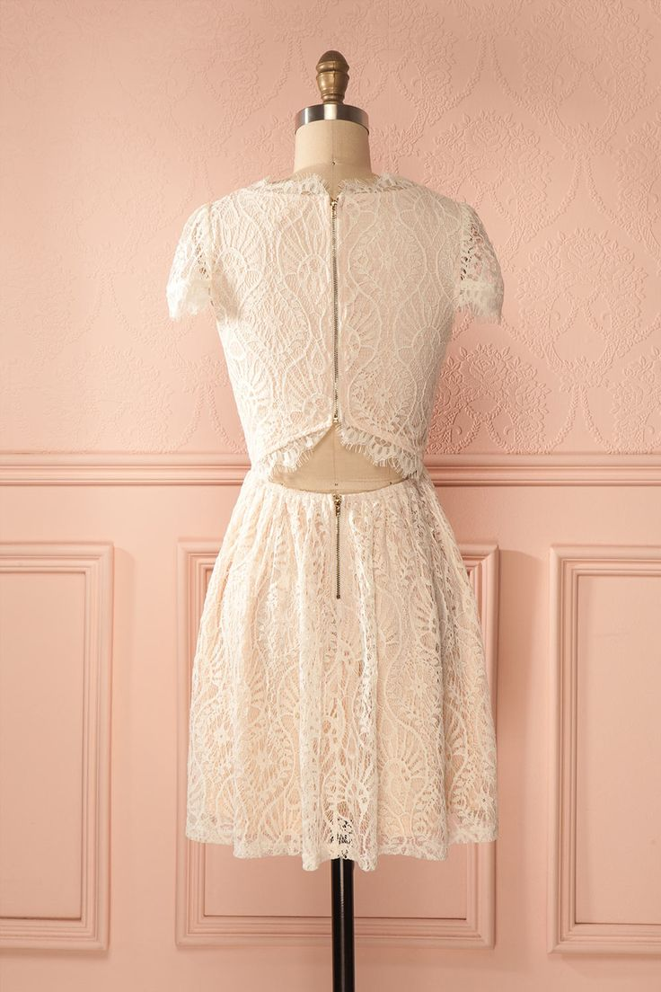 Robe dentelle crème dos ouvert manches courtes - Short sleeves open-back ivory lace dress