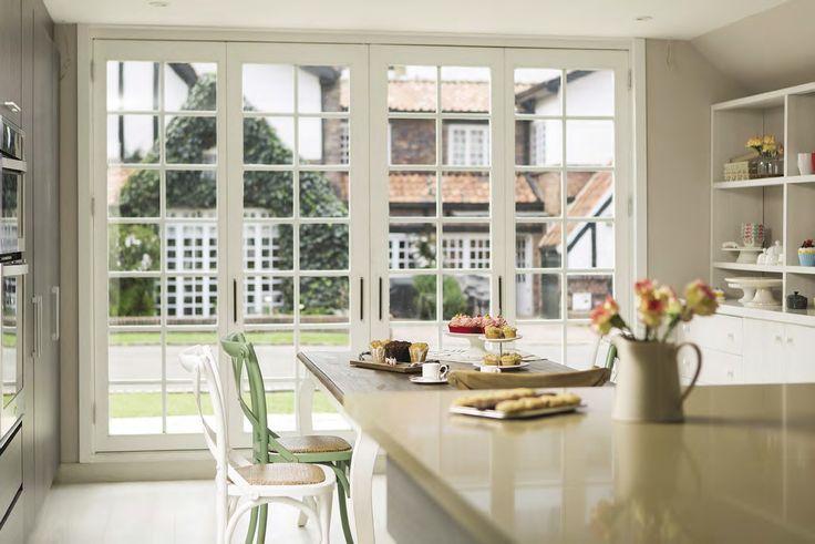 En esta otra perspectiva de la cocina, las galletas y los cup cakes son de Home Baked; el porta galletas, de Cachivaches