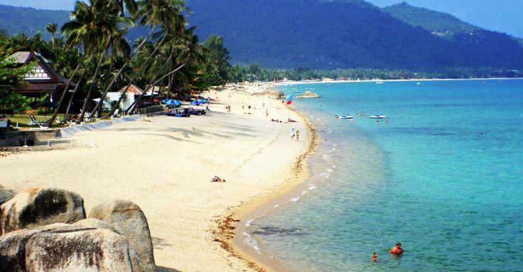 5- La Thaïlande est l'un des paradis asiatiques pour les amoureux des plages. Ne manquez pas de faire un tour à Koh Samui et plus particulièrement sur la plage de Lamai Beach. Sable blanc et rochers forment un paysage magnifique.