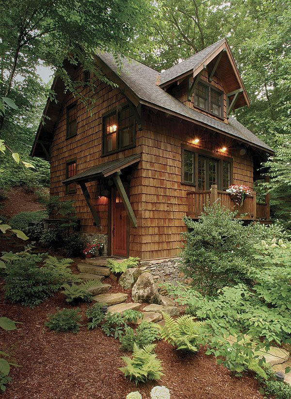Lovely Little Cabin by Architect Michael