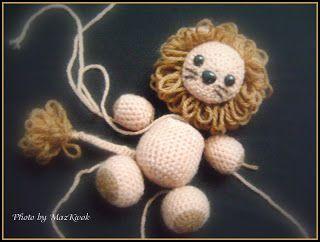 Lion amigurumi free written crochet pattern with loop stitch mane