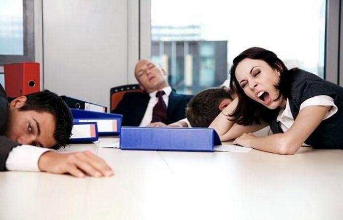 4 Cara Menghilangkan Rasa Bosan di Kantor