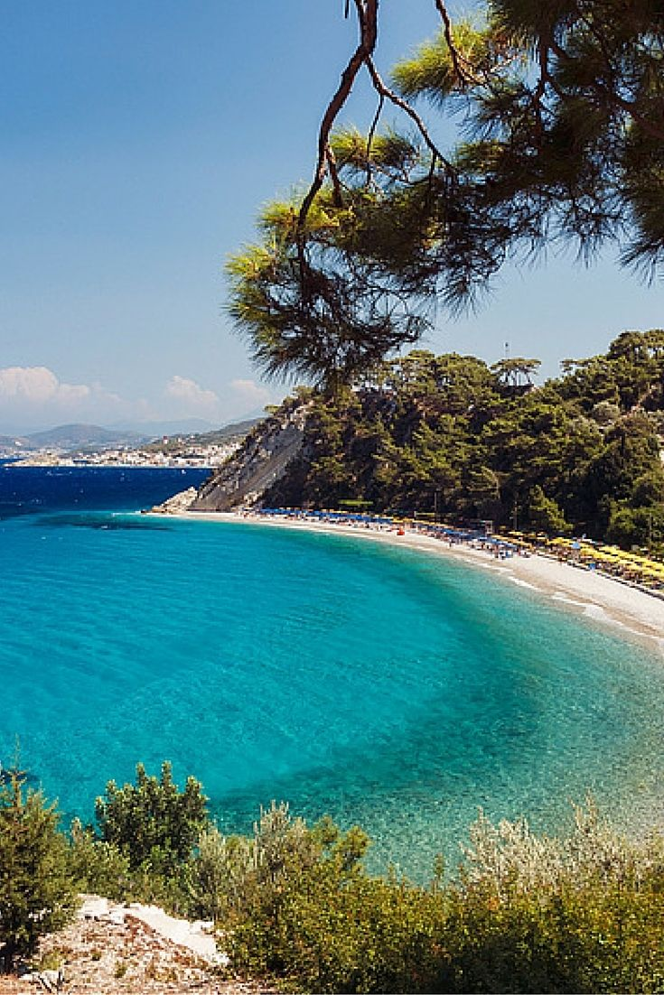 Samos is het onontdekte eiland van Griekenland. Op dit eiland hoef je niet bang te zijn dat je overspoelt wordt met andere toeristen, want de meeste toeristen kennen het prachtige Samos niet eens. Dus ga op ontdekking op dit Griekse eiland!