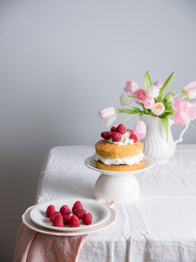 Victoria Sponge Cake recept/ Victoria Sponge Cake Recipe. ©️️ www.tastyshot.nl