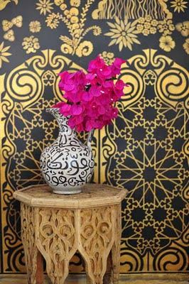 great palette of gold, black, magenta & an intriguing clash of three patterns