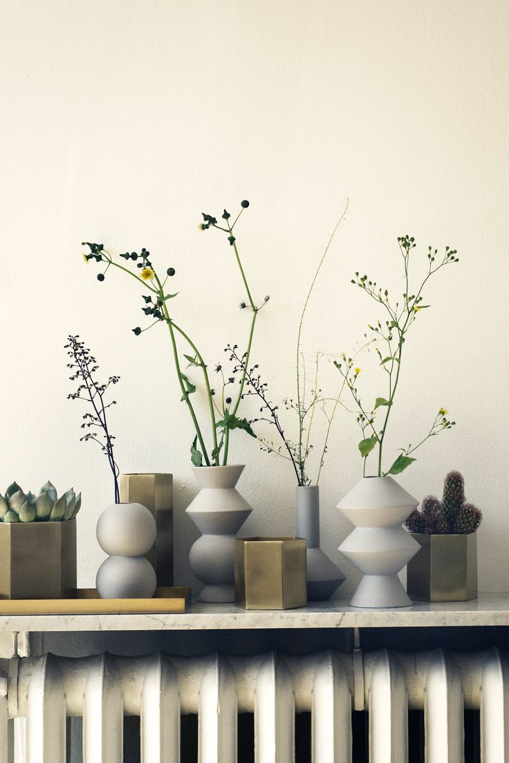 Dekorer dit hjem med disse flotte Geometry og Hexagon vaser fra Ferm Living. Miks gerne alle modeller i geometriske former.
