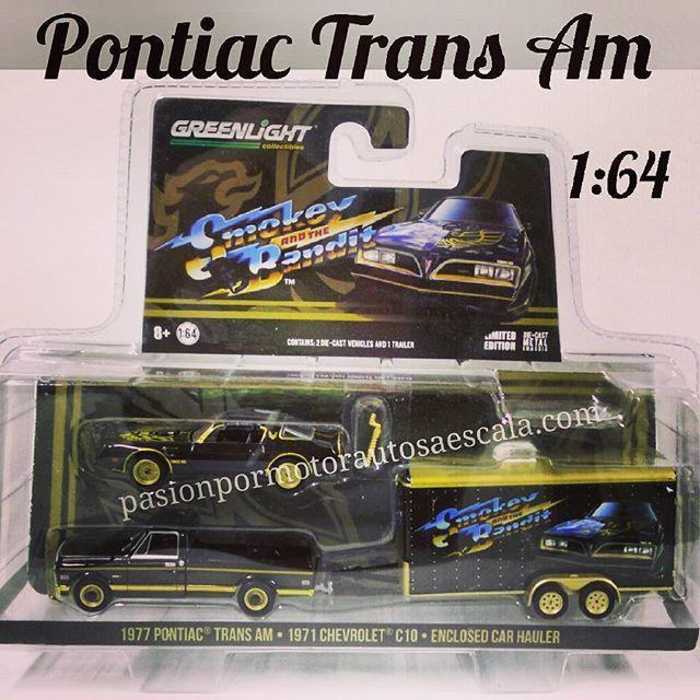 1:64 #pontiactransam #1977 #chevroletc10 #1971 #enclosed #car #hauler #smokeyandthebandit #autosaescala #autos #pasion #pasionpormotor #metal #greenlight