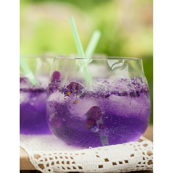 Viola soda!  Such a delicious drink and easy to make! #floricious #floralfood #edibleflowers #viola #violet #pansy #syötävätkukat #orvokki #kukkamakuja