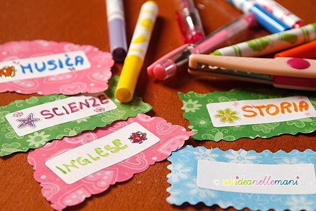 Creare delle etichette fai da te personalizzate per libri e quaderni non è difficile: servono solo avanzi di carta dei regali, forbici e pennarelli!