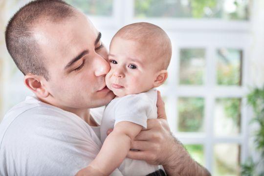 Twoje dziecko jest niespokojne i płaczliwe? Oto 8 najczęstszych powodów