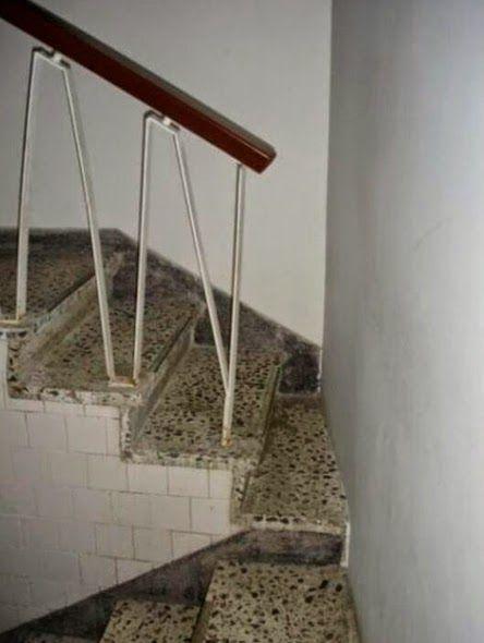 Escalera demasiado cerca de la pared