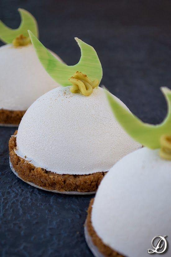 Semiesferas de Chocolate Blanco, Yogur y Lima con interior de Aguacate, Tequila y Guindilla - Blog Disfrutando de la comida