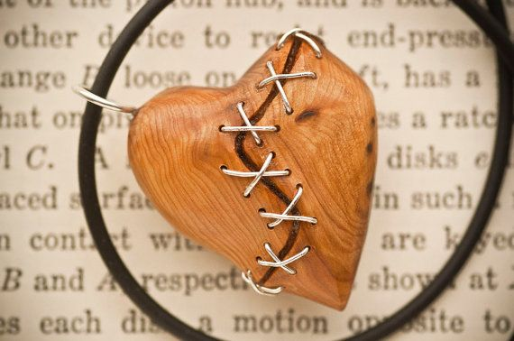 Pendentif coeur cousu