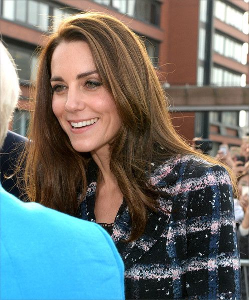 Kate Middleton Photos Photos - Catherine, Duchess of Cambridge visits the National Graphene Institute at the University of Manchester during a visit to Manchester on October 14, 2016 in Manchester, England. - The Duke & Duchess of Cambridge Visit Manchester