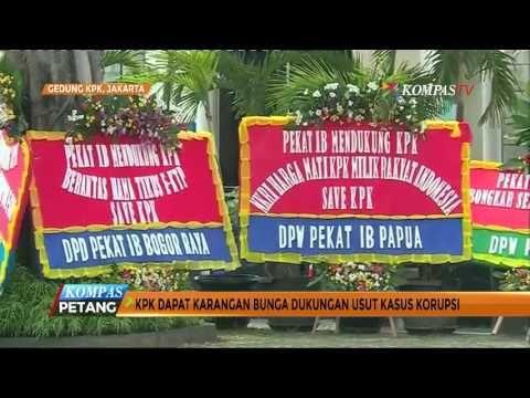 Karangan Bunga Berdatangan ke Mapolres Makassar - YouTube
