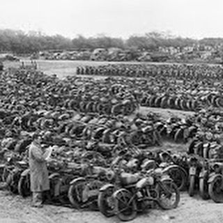 Following WW2 the UK (and the Australian) army disposed of the many despatch rider motorcycles it had utilised during the conflict. Apart from purchasing new WD motorcycles from many of the British Motorcycle factories many civilian motorcycles were called in and impressed into service.  During 1946 at a large holding area near Great Missenden in Buckinghamshire the army disposed of these bikes in lots of five mostly to motorcycle dealers hungry for stock to sell. This picture is courtesy…