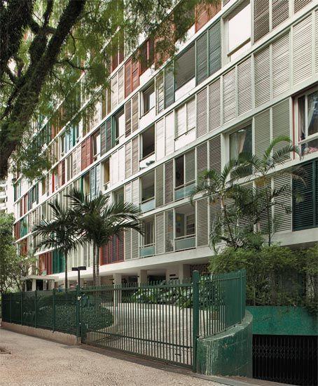Cinquentões cobiçados: 10 prédios antigos de SP - Casa - O arquiteto imigrante alemão Adolf Franz Heep é autor de inúmeros empreendimentos residenciais da época. Com formação racionalista da Bauhaus, introduziu na arquitetura paulista os brises nas fachadas, uma atração à parte no residencial Lausanne.